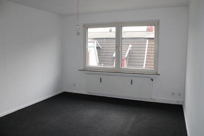 Hübsch - Hell - Renoviert - 2 Raum - Küche mit Einbauschrank - Diele mit Einbauschrank - Wannenbad