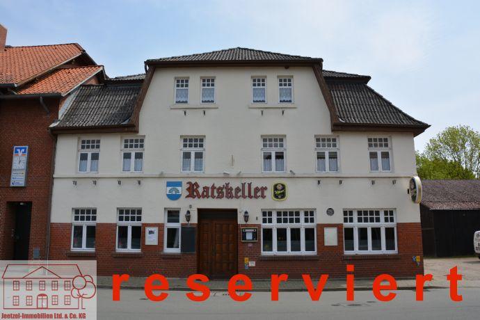 Gaststätte mit fünf Fremdenzimmern und Kegelbahn in Wustrow (Wendland)