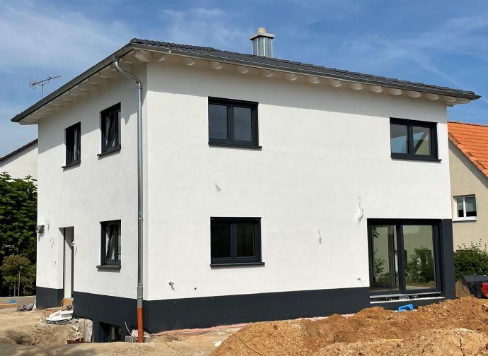 Lichtdurchflutete Neubau EG-Eigentumswohnung mit Gartenanteil in Toplage von Forchheim!