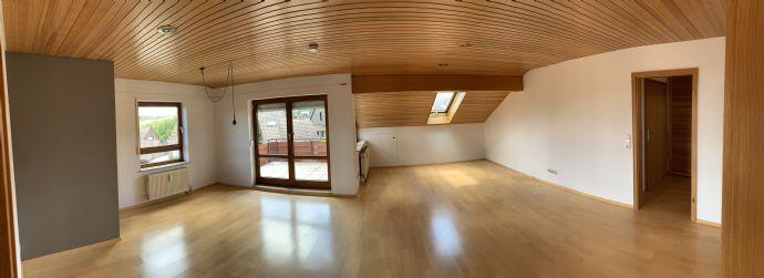 Freundliche 2 5-Zimmer-Wohnung mit EBK