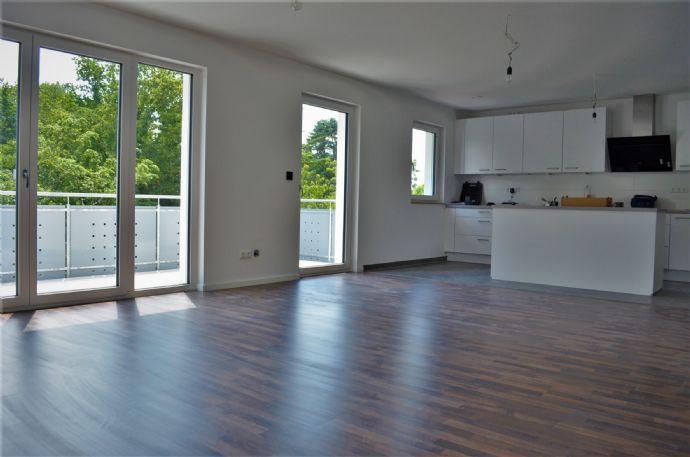 ERSTBEZUG: helle 3 Zimmer EG Wohnung ca. 100 m² Wohnfläche  Balkon  Stellplatz zu vermieten