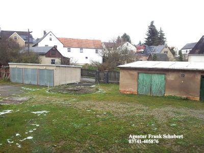 Blick auf das Grundstück-Garage,Nebengebäude