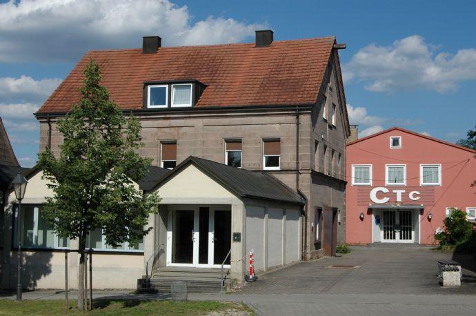Zwei Häuser - Wohn-/Geschäftshaus und Kino CTC im Herzen von Georgensgmünd