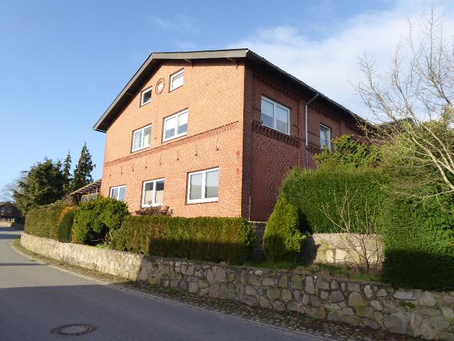 Resthof als Mehrfamilienhaus mit 4 Wohnungen (3 vermietet) und 2.700 m² Grundstück