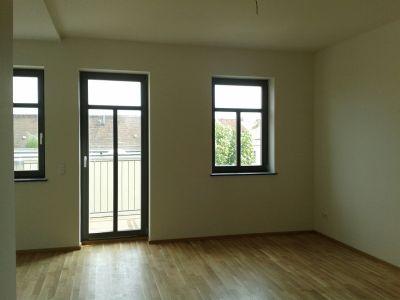Wohn- Essbereich mit Balkon