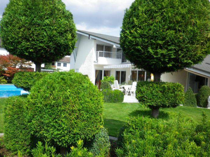 Villa mit Pool beheizbar. Ingolstadt- SÜD- West. Exclusive- Ausstattung. 8 Zimmer, Marmor Bad. Apartment + Dusche + WC. 2 Garagen. 4 Stellplätze.