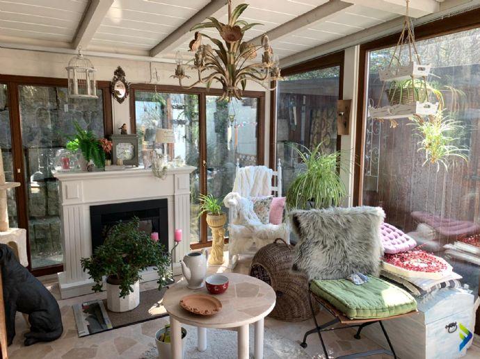 wunderschöne 3,5 Zimmerwohnung mit Terrasse und Wintergarten