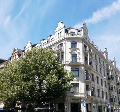 Skylineblick: Exklusive-Wohnung im luxussanierten Stilaltbau im 5.OG mit Balkon&Parker - 10 Min. zu Fuß bis zur Alten Oper Frankfurt