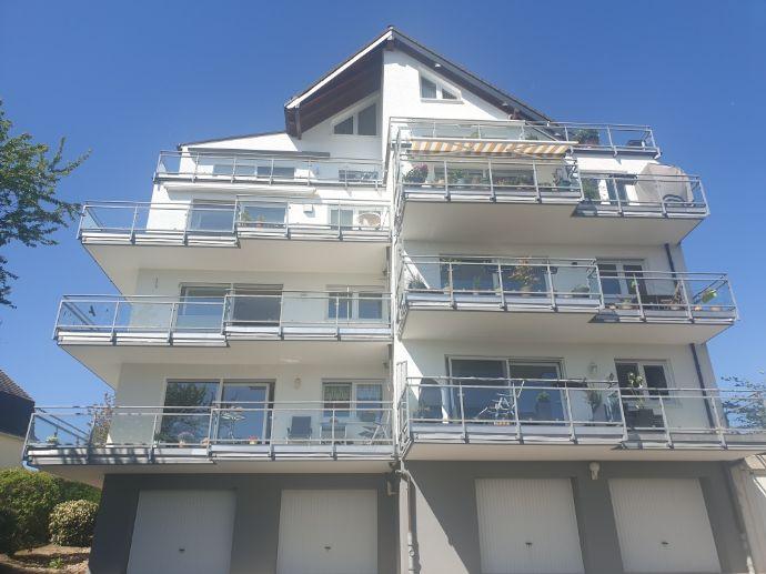 BIK: GRUNDBUCH STATT MIETBUCH! Attraktive 3-Zi-Wohnung mit Sonnen-Balkon und Aufzug!