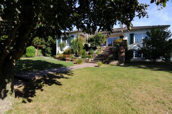 Hochwertige Villa mit großem uneinsehbaren Garten in zentraler Innenstadtlage