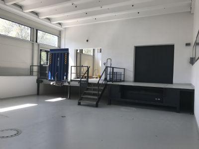 rosenheim aicherpark 3500m teilbar ab 30m moderne video berwachte und alarmgesicherte. Black Bedroom Furniture Sets. Home Design Ideas