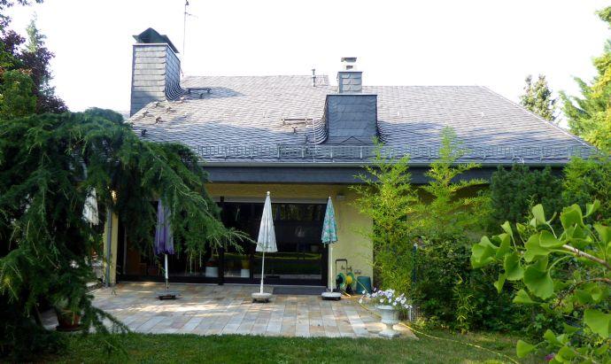 Großzügiges Traumhaus im Grünen mit ELW und Tageslicht-Swimmingpool in Alzey