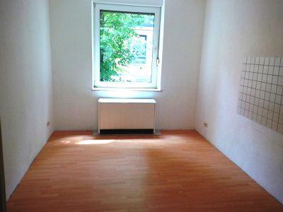 2 5 zi erdgeschosswohnung mit garten in altenessen s d etagenwohnung essen 282t743. Black Bedroom Furniture Sets. Home Design Ideas