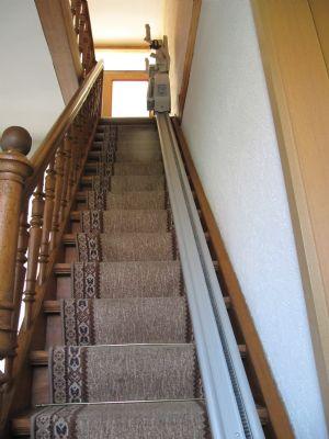 Treppe mit Treppenlift