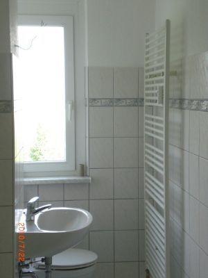 Bad mit Fenster und Badewanne