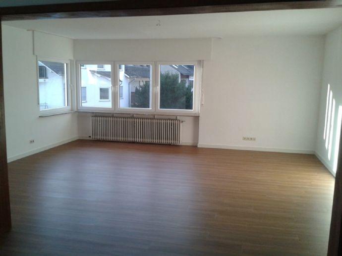 Erstbezug, offene 3-ZKB Wohnung, GWC, 2 Balkone, große Garage
