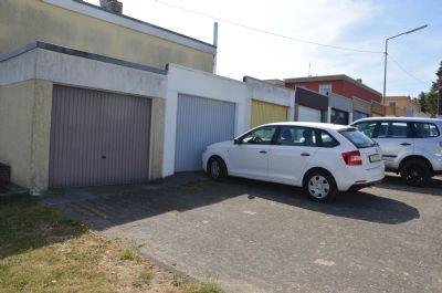 Garage mit vorliegenden Stellplatz