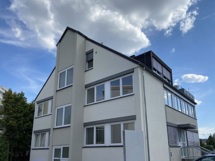 Lichtdurchflutetes Penthouse auf dem Rotenbühl in kernsaniertem Haus! 4-Zimmer-Wohnung, 115 qm, ideal für Paar mit oder ohne Kind