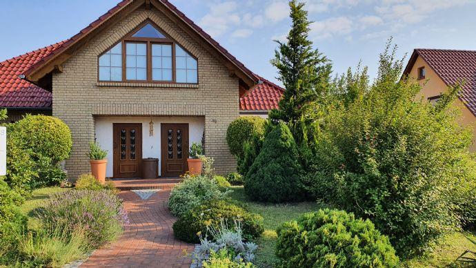 Provisionsfrei Architektenhaus zu verkaufen