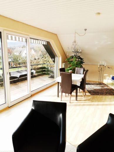Schöne Dachwohnung mit großer Loggia in 2-Familienhaus zu vermieten!
