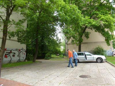 Bild 10 - 2. Grundstück, unbebaut, Parkplatz
