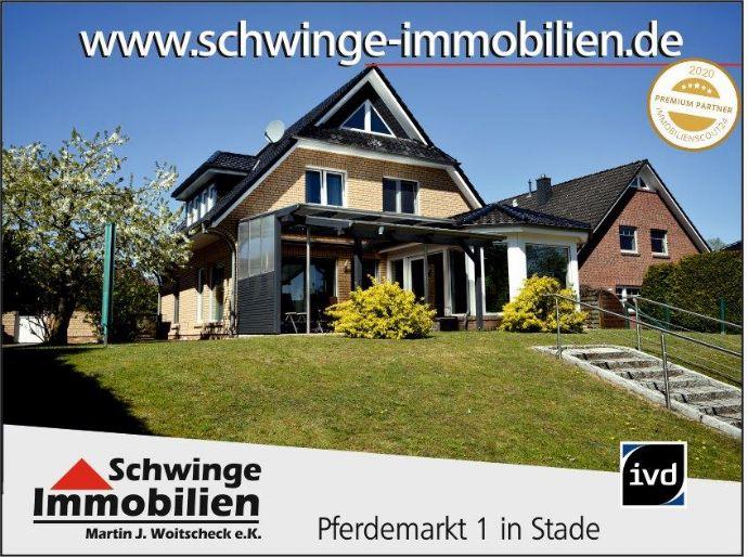 SCHWINGE IMMOBILIEN Stade: Hochwertiges Einfamilienhaus mit Wintergarten und Blockbohlenhaus.