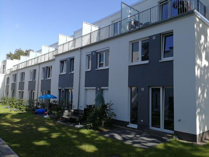 Erstbezug! Neubau 4-Zimmer Mittelreihenhaus mit Top-Einbauküche in Hamburg Lurup! Mit Garten und Dachterrasse, viel Platz für Familien! Von Privat!