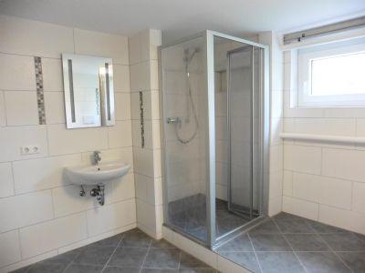 Bad mit Dusche/WC im Souterrain