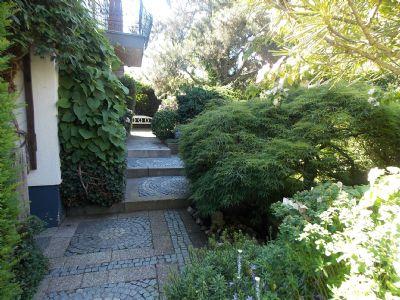 Schönes freistehendes EFH mit traumhaften Garten