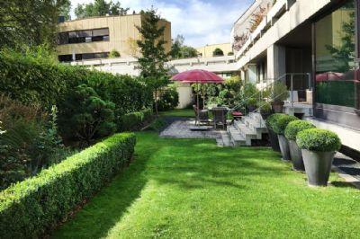 Garten mit Loggia und Terrasse