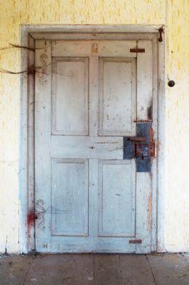 Historische Türen - zur Restaurierung bereit