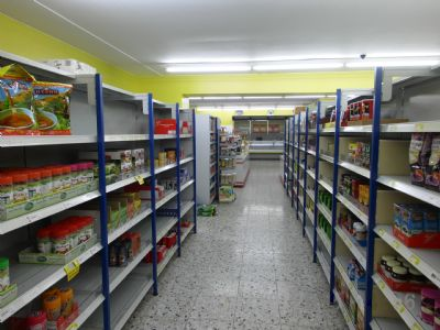 Grosse & helle Verkaufsflächen