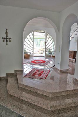 Stufen zur Wohnhalle