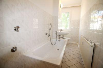 Bsp.: Tageslichtbad mit Wanne (2. Bad m. Dusche)