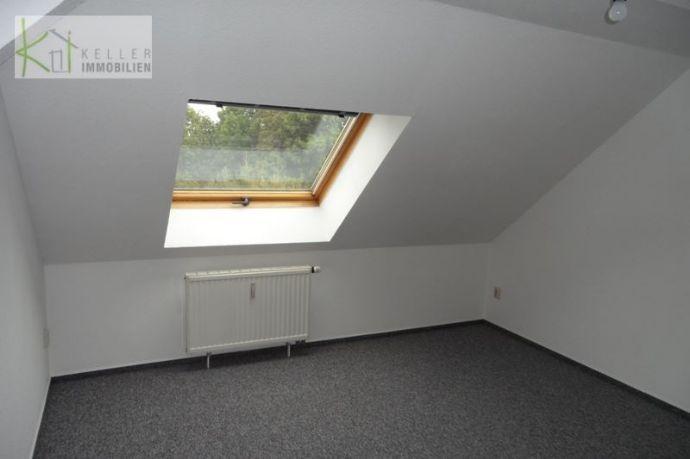 Langenhessen, gemütliche 4-Raum-Wohnung, Bad mit Dusche + Badewanne ...