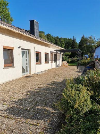Großzügiges Wohnen mit Terrasse und Garten
