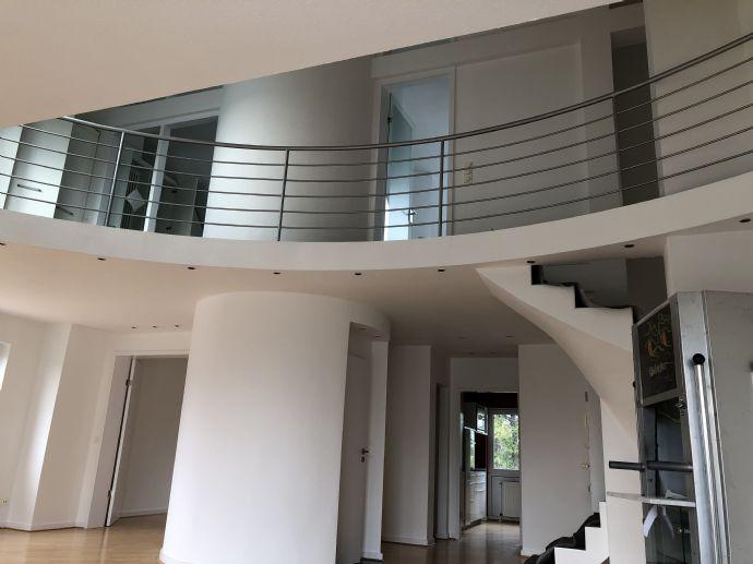 3-Zimmer-Dach-Maisonette-Wohnung mit Balkon, EBK + Stellplatz in Rath/Heumar
