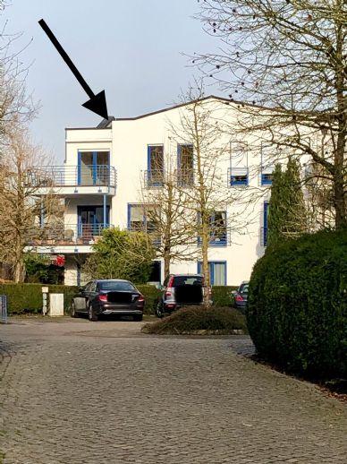 Ahrensburg - 1A Lage - Exclusive 2-3 Zimmer Wohnung mit 2 Balkonen + 2 Bädern + Tiefgaragenstellplatz