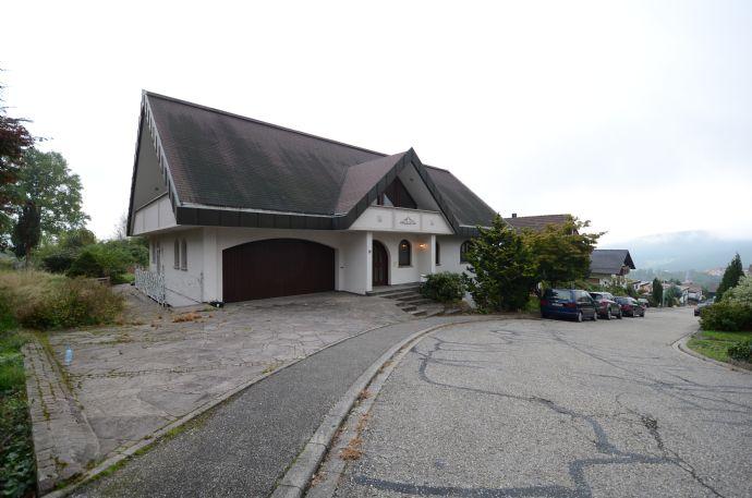 Prachtvolle Villa mit bezauberender Aussicht in Loffenau!