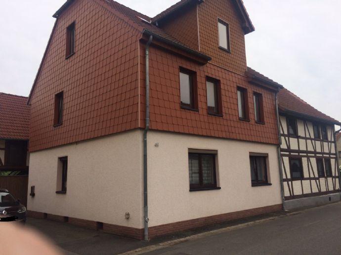 Gepflegtes Einfamilienhaus mit Nebengebäude (Stallung)