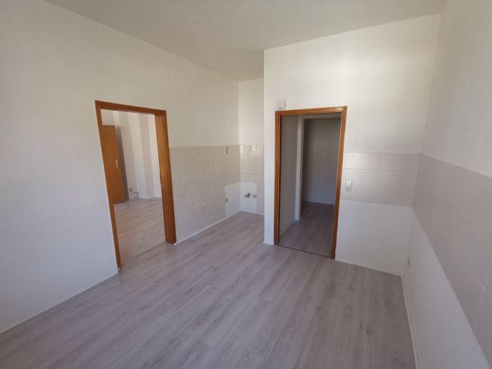Helle Wohnung mit neuem Fußboden