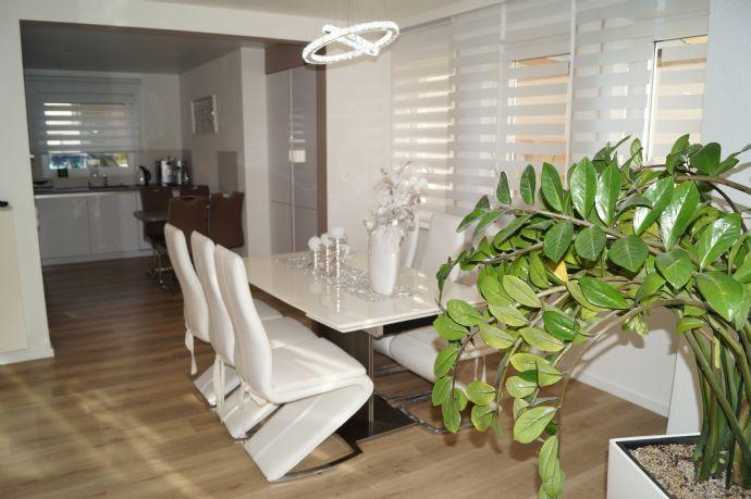 Warum neu bauen? Großzügiges Wohnhaus mit schicker Einliegerwohnung, Garten + Garage in Neuenstein