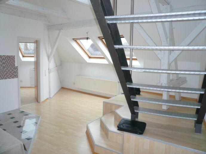 Exclusive 3 Zimmer Maisonette Wohnung in sanierter Jugendstil Villagroße Terrasse mit ca. 50 QMGarte