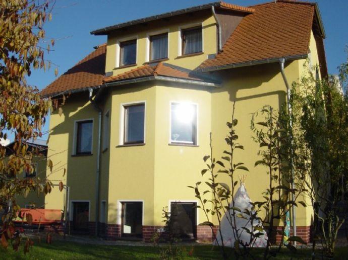Attraktives Einfamilienhaus mit Garage und schönem Grundstück längerfristig zu vermieten!