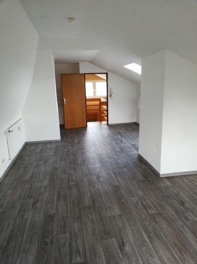 Beggendorf: Gemütliches Dachgeschoss-Appartement, 1 Zimmer, Kochnische und Badezimmer