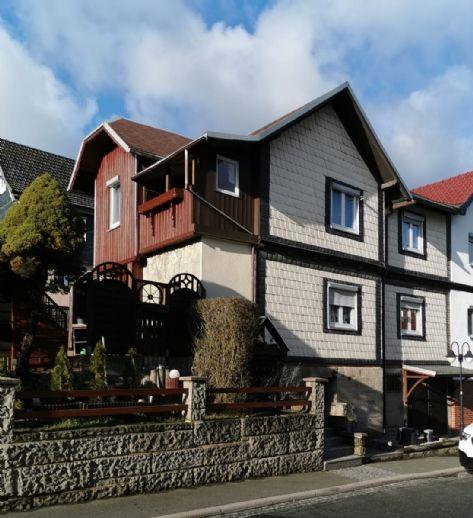 Gepflegte Doppelhaushälfte im Ortskern der Gemeinde Mengersgereuth-Hämmern