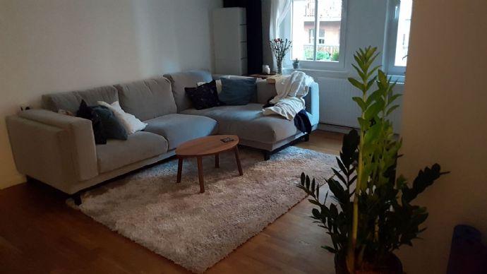 Zwischenmiete: Möblierte 2-Zimmer Wohnung mit Balkon in gut angebundener Lage für ruhige Single oder Pärchen für 6 Monate
