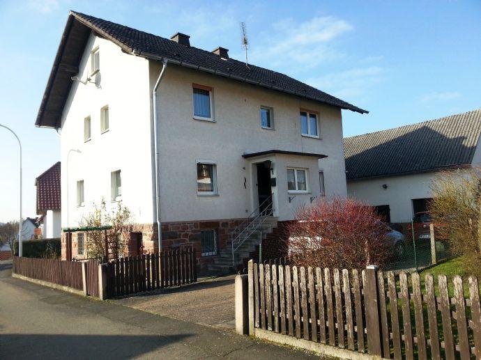 RESERVIERT! Grundsolides Einfamilienhaus mit Balkon, Garten, Garagen und Nebengebäuden in ruhiger Anliegerstraße in Rauschenberg-Josbach