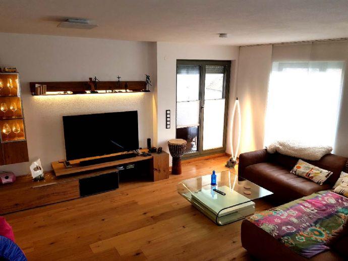 Altstadt – 3-Zimmer 91 m², hochw möbliert, 2 Bäder, Loggia, Lift, TG, BJ 2015