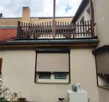 Besonderes Flair - 2 Raumwohnung | Holzbalkendecke | Wanne und Dusche | Einbauküche | Dachterrasse